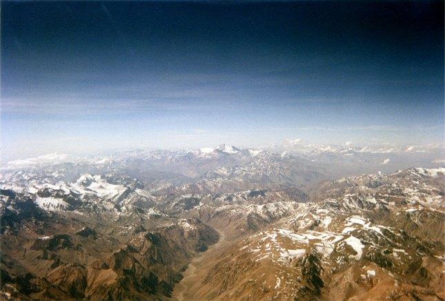 La cordillera de los Andes actúa normalmente como divisoria de las aguas de las vertiente del Pacífico y la vertiente del Atlántico en Sudamérica